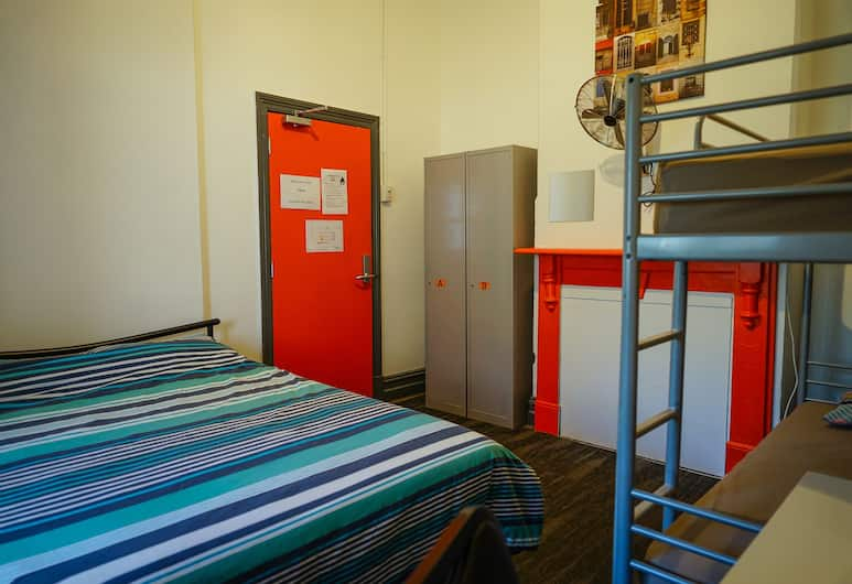 Haus Accommodation - Hostel, Northbridge, Family Room, Multiple Beds, Guest Room