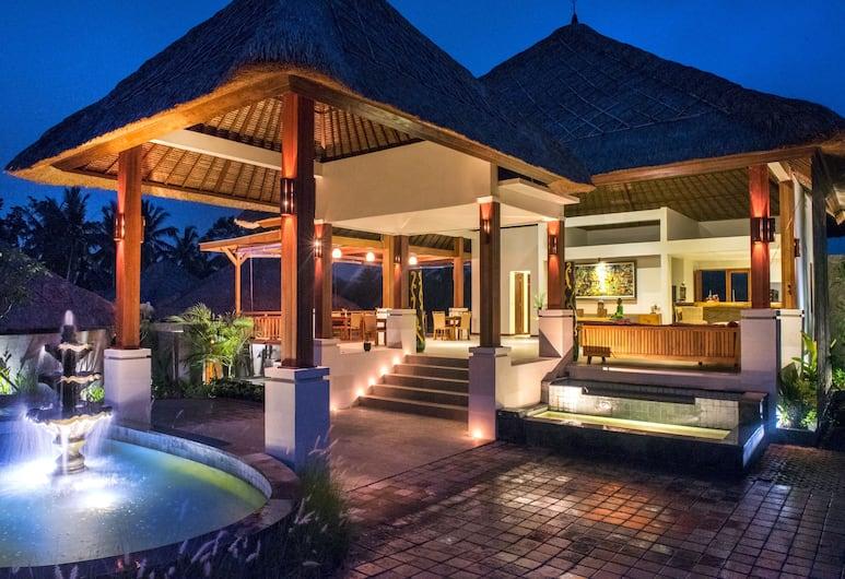 Anusara Luxury Villas - Adults Only, Ubud, Overnatningsstedets facade – aften