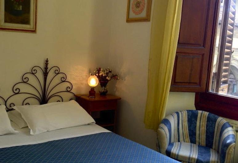 Hostel Veronique, Florencia, Trojlôžková izba, spoločná kúpeľňa, Hosťovská izba