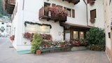 Choose This Cheap Hotel in Carisolo