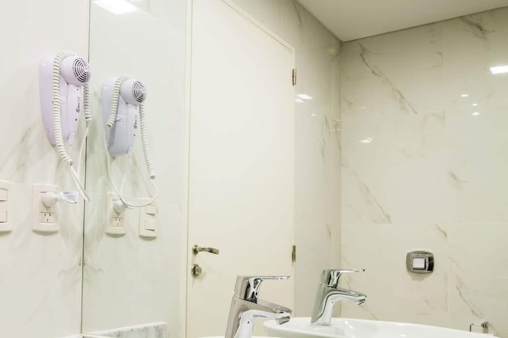 Superior Apartment - Bathroom Amenities