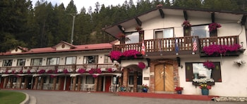 Picture of Gables Motel in Radium Hot Springs