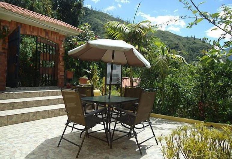 La Casa Amarilla, Baños de Agua Santa, Terrace/Patio