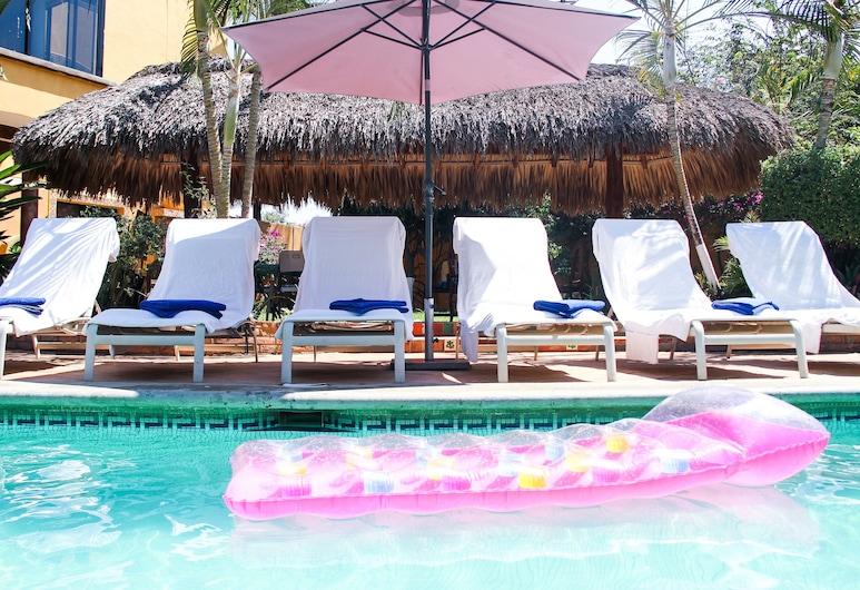 كاسامار سويتس, بورتو إسكونديدو, حمام سباحة