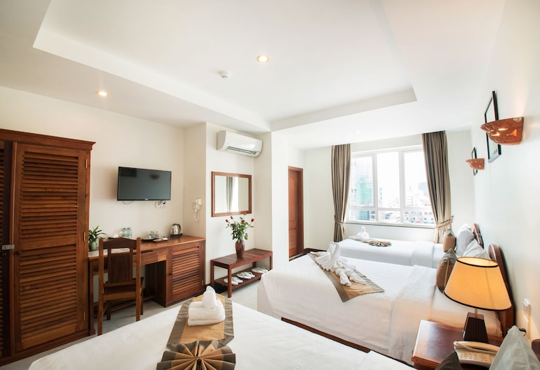 Relax Hotel, Phnom Penh, Deluxe Triple Room, 3 Single Beds, Bathtub, City View, Guest Room
