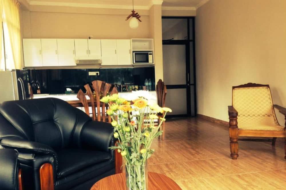 Junior-Suite, Balkon, Bergblick - Wohnbereich