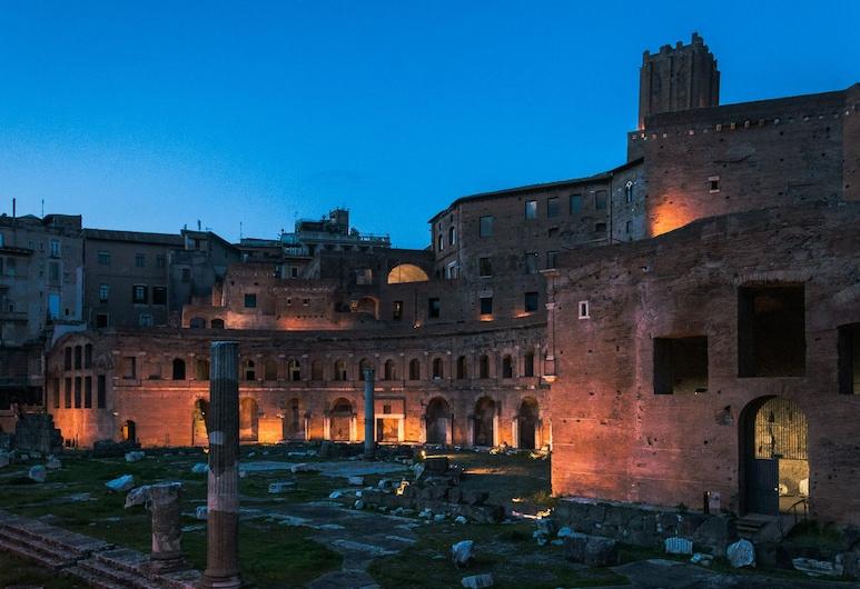Hotel Leone, Roma, Otelin Önü - Akşam/Gece