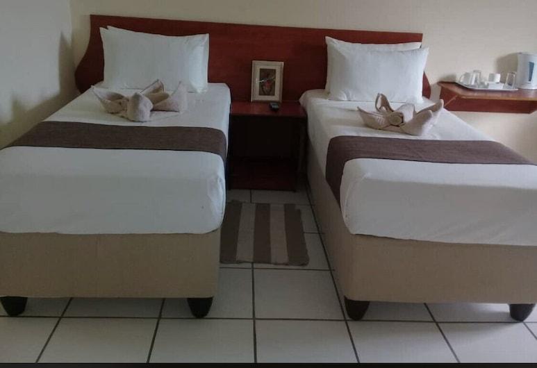 Qhwigaba Guest Lodge, Maun, Zweibettzimmer, Zimmer