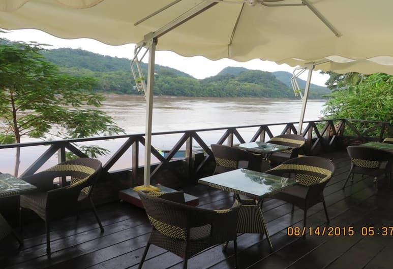 朗廷河畔酒店, 龍坡邦, 室外用餐