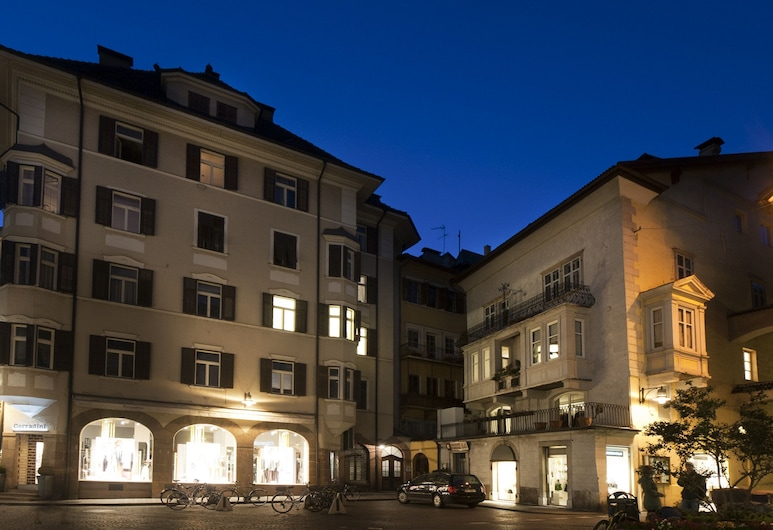 Residence Fink, Bolzano, Bagian depan properti - di malam hari