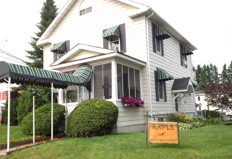 Maple Tourist Home Bed & Breakfast, Grand Falls