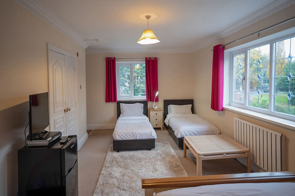 Deluxe Triple Room, Multiple Beds - Living Room