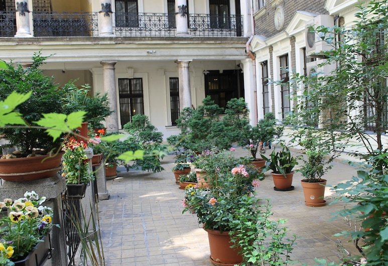 Omega Guesthouse Budapest, Budapest, Courtyard