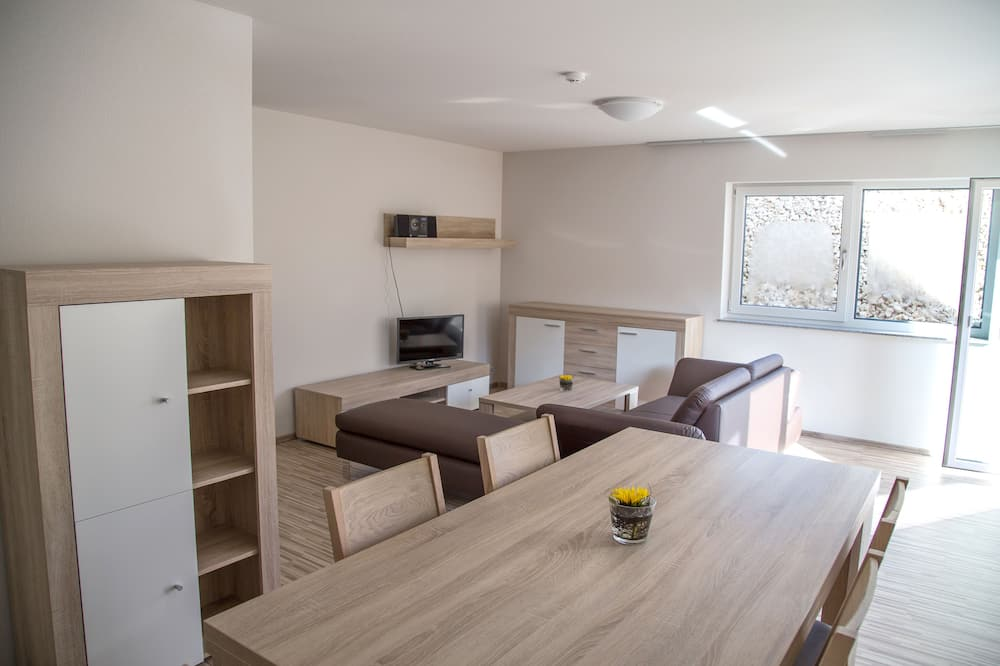 Apartment, 2 Bedrooms, Balcony (4 persons) - Living Area