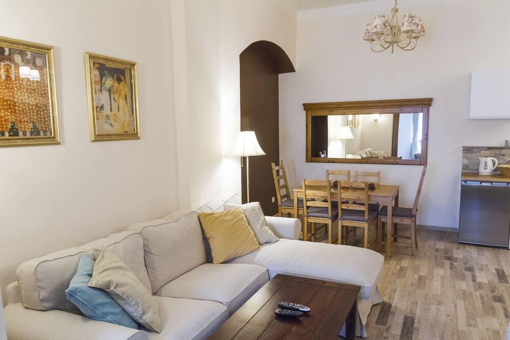 อพาร์ทเมนท์, 2 ห้องนอน, ห้องครัวขนาดเล็ก - พื้นที่นั่งเล่น