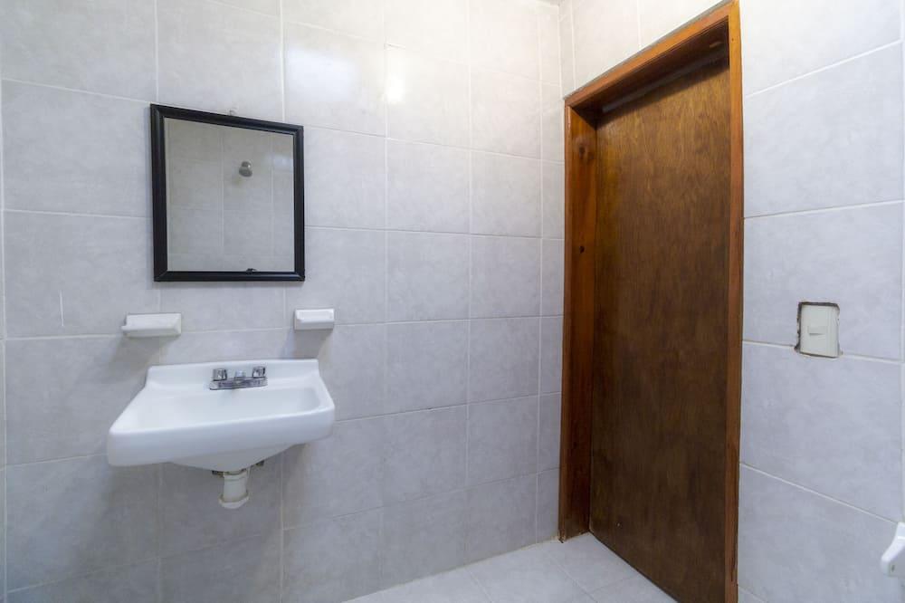 Superior Room, Multiple Beds - Bathroom