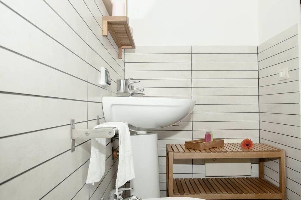 Deluxe Double Room, 1 Bedroom - Bathroom