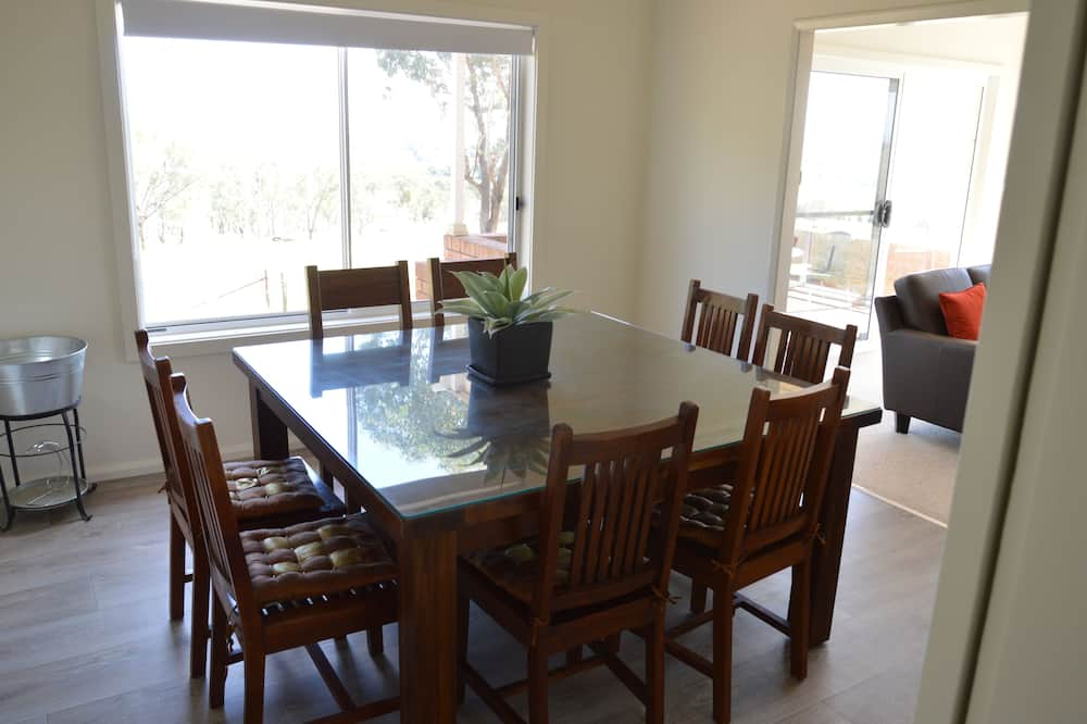 Deluxe House, 6 Bedrooms, Mountain View - In-Room Dining