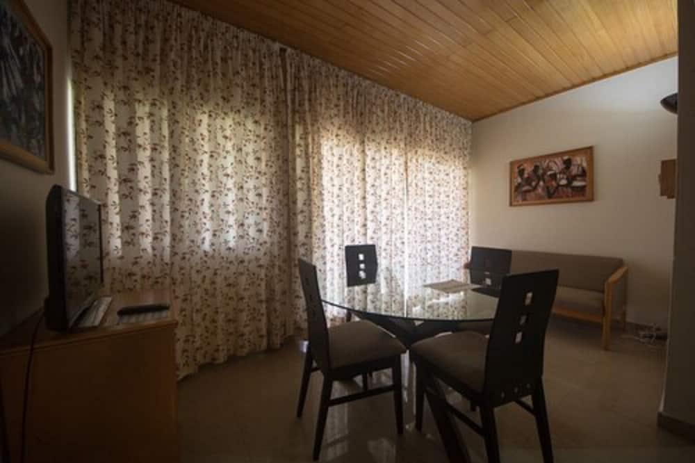 Lakosztály, konyharész - Étkezés a szobában