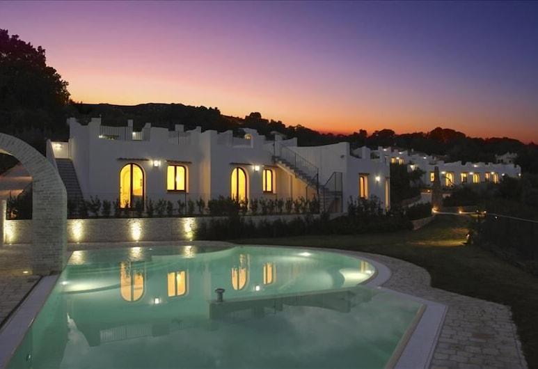 Baia Delphis Resort, Vasto, Hotel Front – Evening/Night