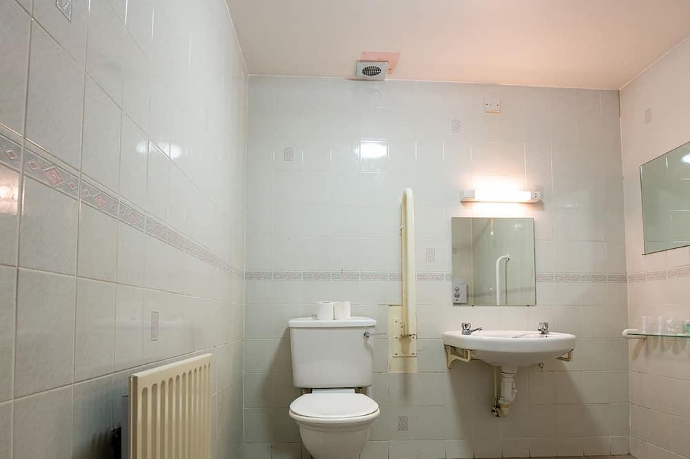 Standard Twin Room, 2 Twin Beds (Accessible) - Bathroom