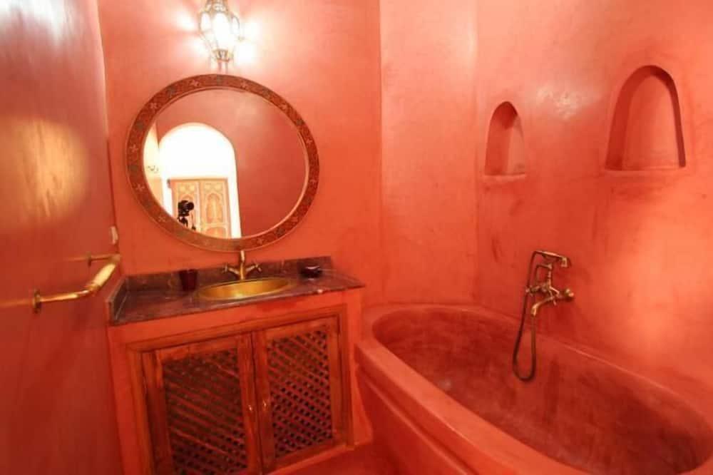 Værelse til 3 personer - badekar (1st floor - Ali-Baba) - Badeværelse