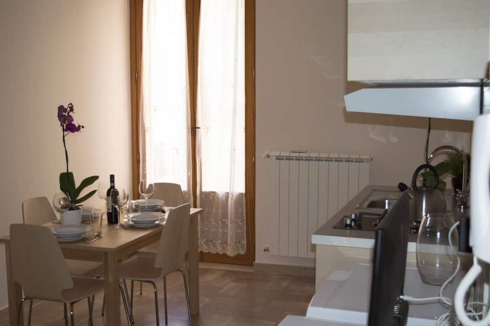 舒適套房, 1 張標準雙人床和 1 張沙發床, 廚房, 城市景觀 - 客房餐飲服務