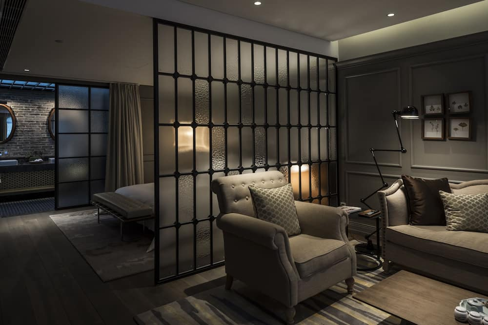 Courtyard Suite - Living Area