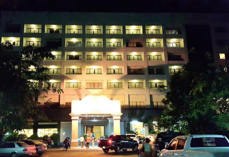 Grand Park Hotel, Nakhon Si Thammarat, Hotellets facade - aften/nat