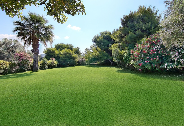 Vouliagmeni Villa, Vari-Voula-Vouliagmeni, สวน