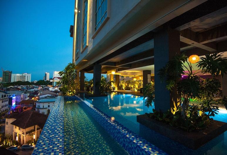 The Waterfront Hotel, Kuching, Krytý bazén