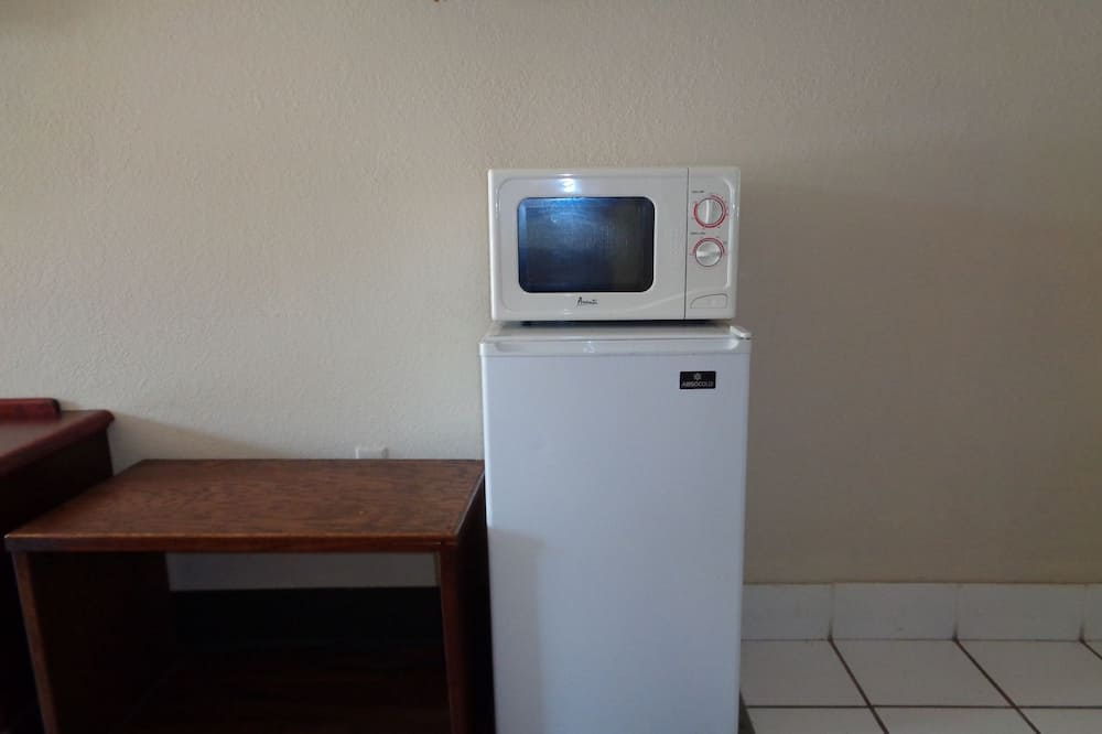 Standard Room, 1 King Bed, Non Smoking - Microwave
