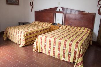 Picture of Hotel Colonial in Manzanillo