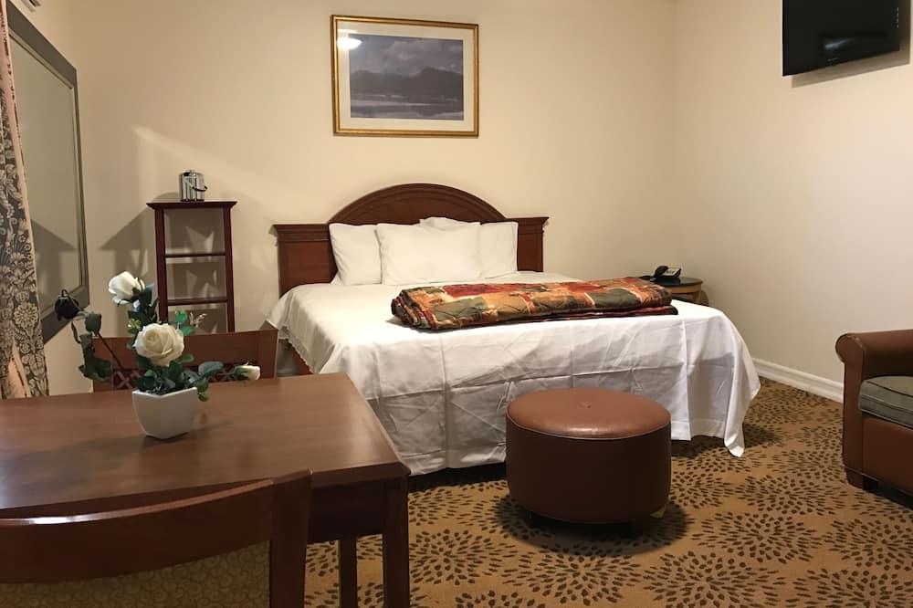 Ekskluzīvs numurs, 1 divguļamā karaļa gulta, ledusskapis un mikroviļņu krāsns - Viesu numura skats