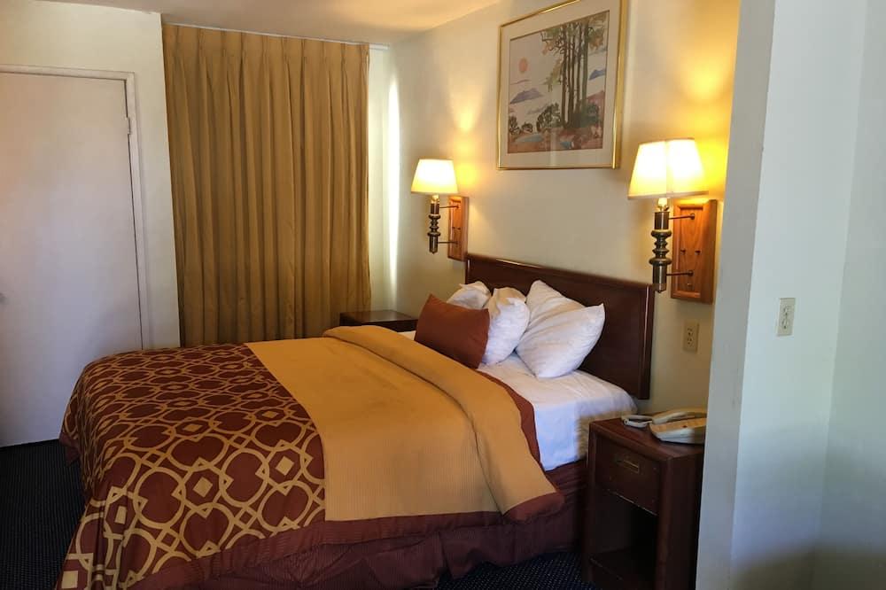 Oda, 1 Büyük (Queen) Boy Yatak - Oturma Alanı