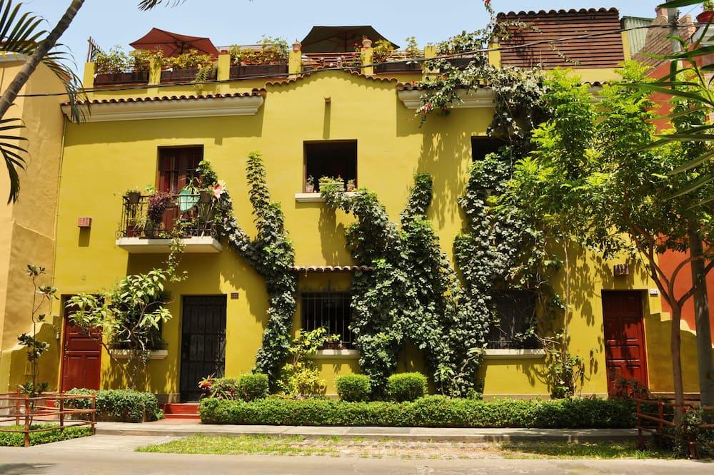 Апартаменти - Фасад готелю