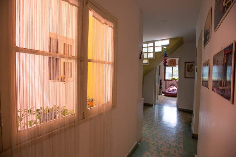 Двомісний номер (1 двоспальне або 2 односпальних ліжка), спільна ванна - Ванна кімната