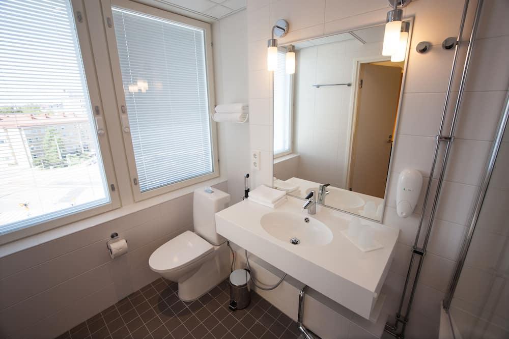 Standard-Dreibettzimmer, Badewanne - Badezimmer