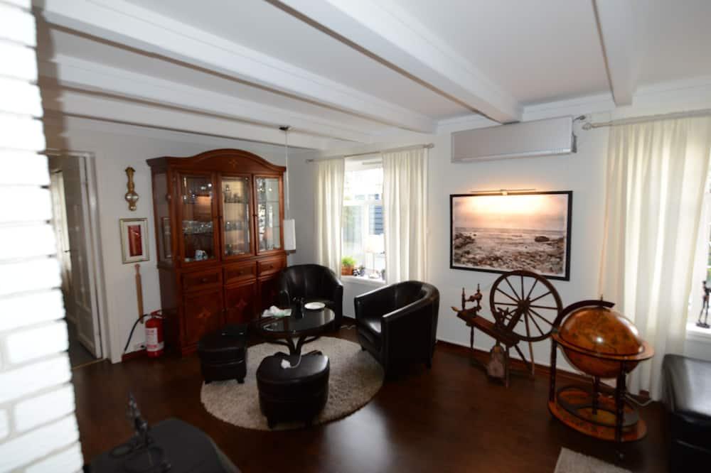 Premium Villa, 4 Bedrooms, Partial Lake View, Oceanfront - Living Room