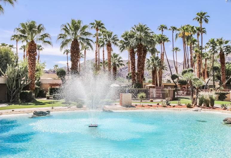 Desert Isle Resort, a VRI resort, Palm Springs, Fountain