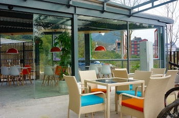 Picture of Yangshuo Wada Hostel by Yulong River in Guilin