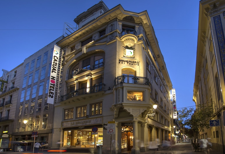 Casual del Teatro Madrid , Madrid, Fassaad õhtul/öösel