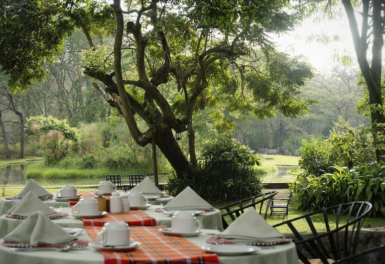 Mount Meru Game Lodge, Αρούσα, Γεύματα σε εξωτερικό χώρο
