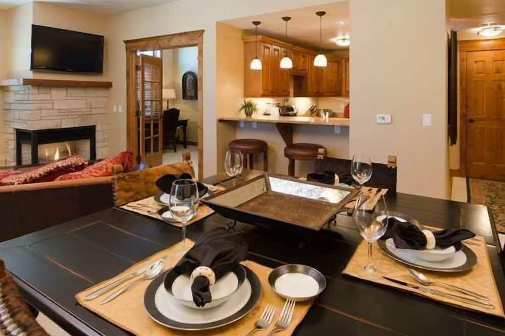Condo, 2 Bedrooms, Balcony, Mountain View (Highmark Steamboat Springs - HM5D) - In-Room Dining