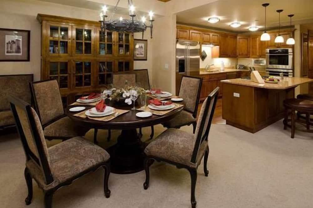 Apartment, 4Schlafzimmer, Balkon, Bergblick (Highmark Steamboat Springs - HM5E) - Essbereich im Zimmer
