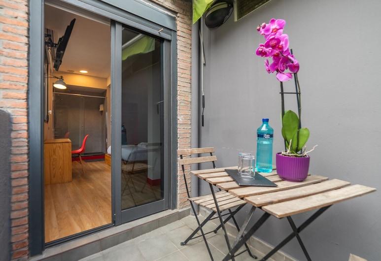 Ok Hostel Madrid, Madrid, Deluxe Double Room, Terrace/Patio
