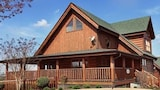 Choose This Mid-Range Hotel in Sevierville