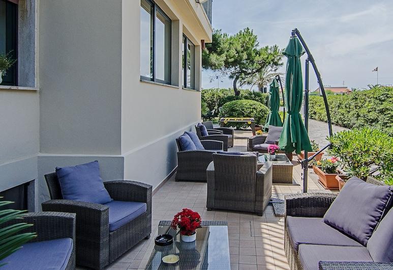 Hotel Paris, Camaiore, Terrace/Patio