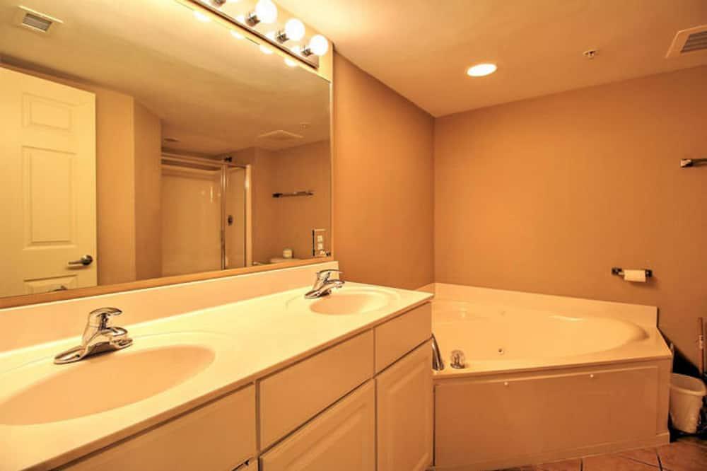 คอนโด, 4 ห้องนอน (Second Row) - ห้องน้ำ