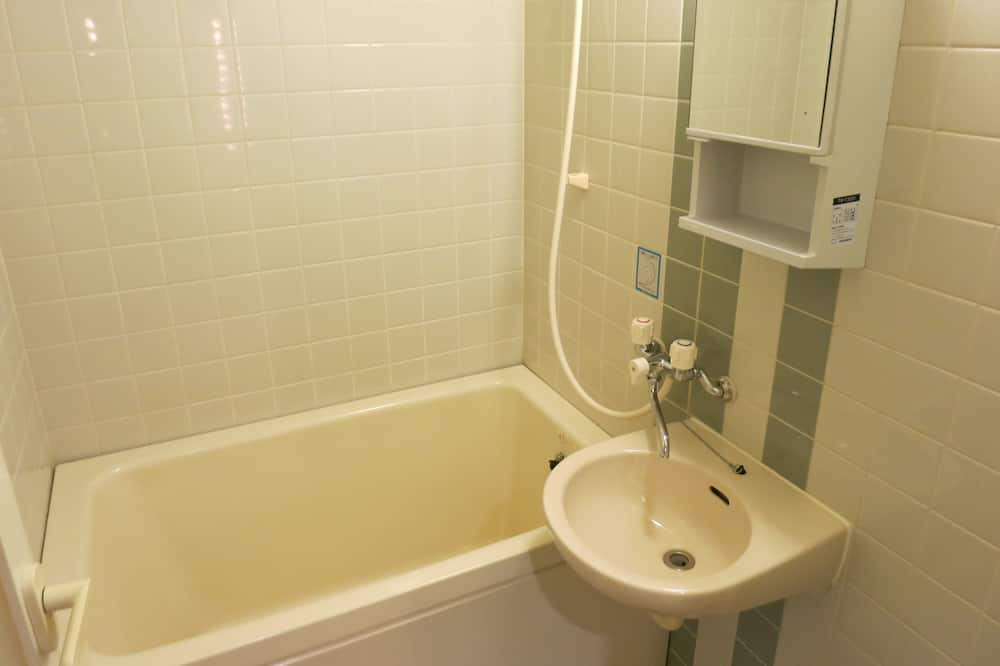 Traditional Triple Room, Non Smoking, River View (Japanese Style) - Bathroom
